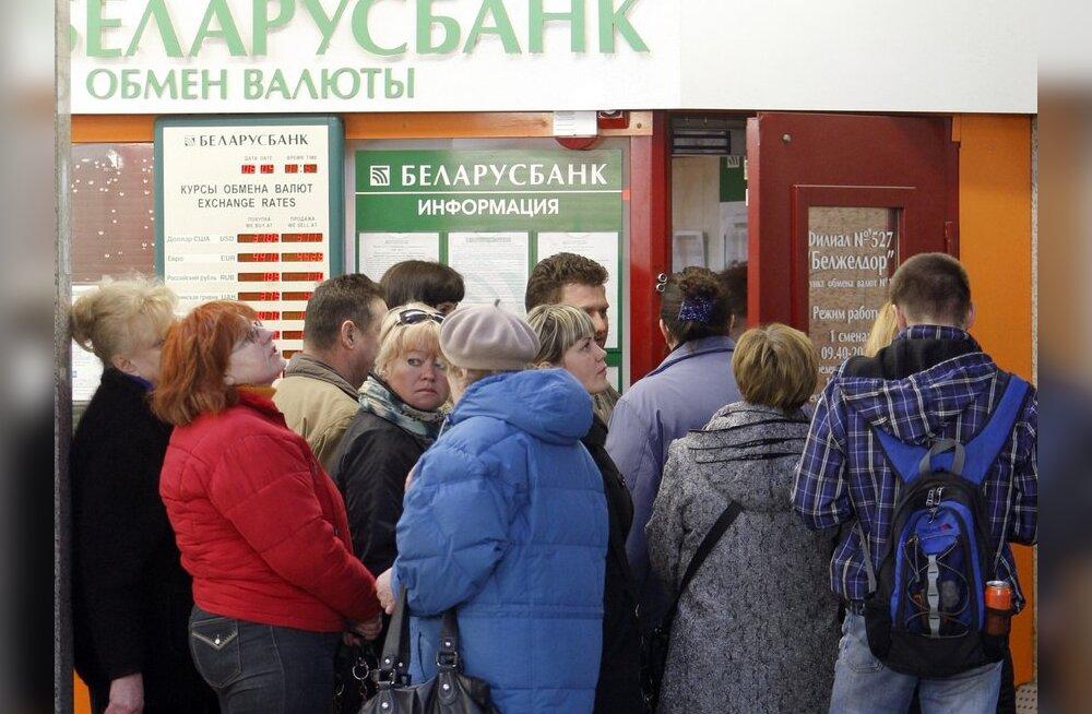 Valgevenelased püüavad Leedus oma rubladest lahti saada