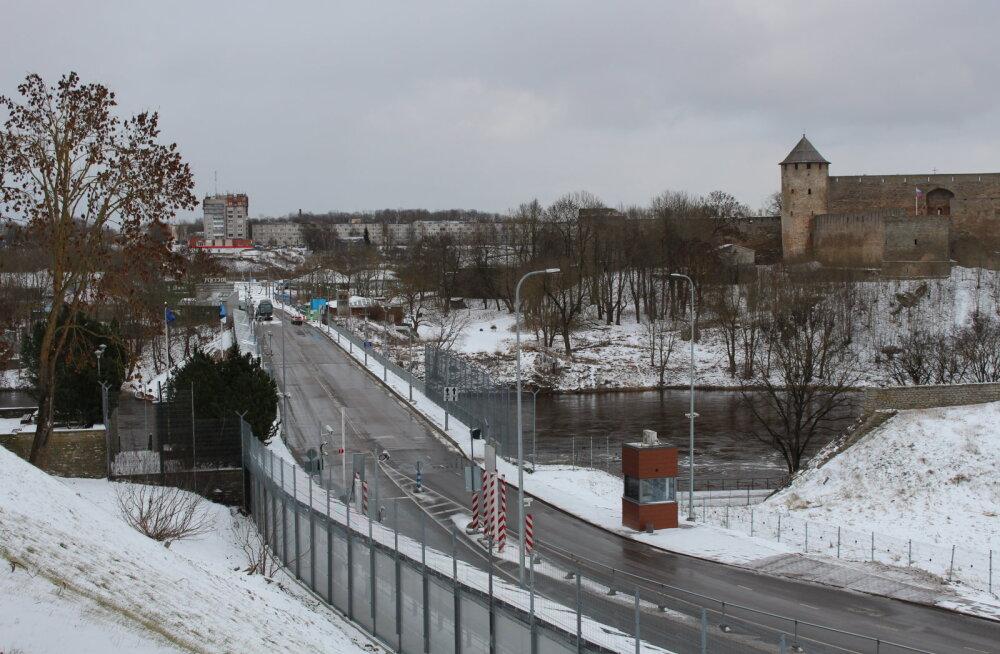 Завтра россиянам на работу, а очередей на границе в Нарве нет