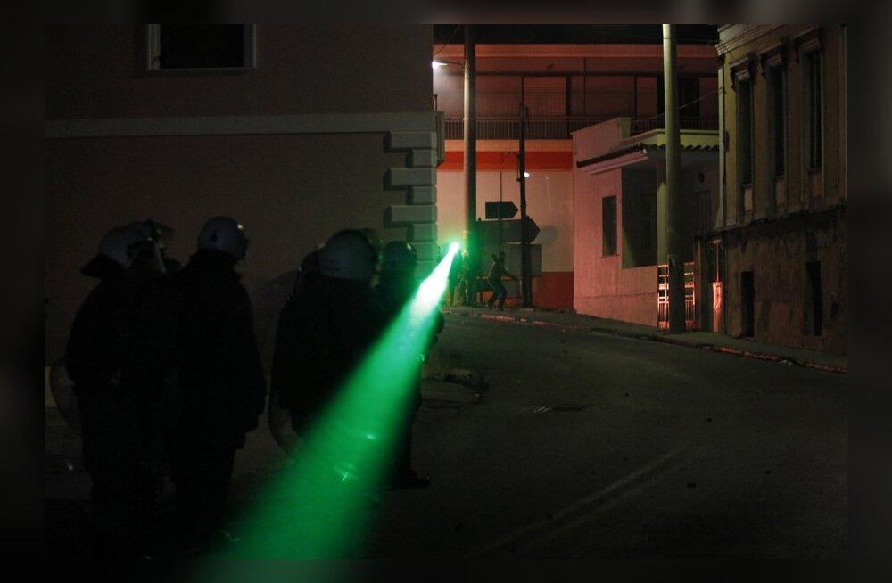 Paaripanek matab laserid pimedusse