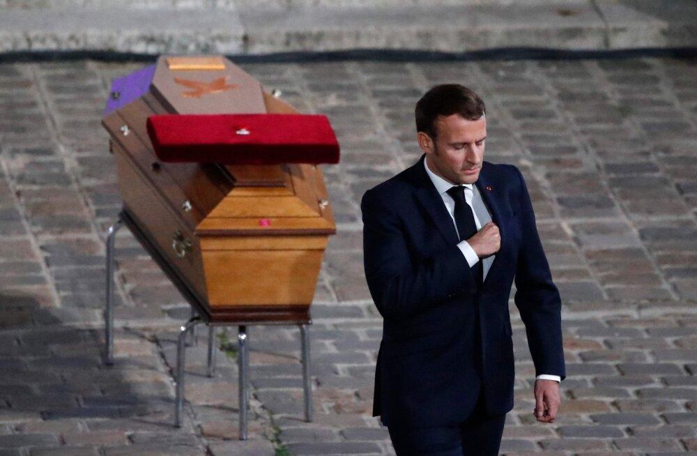 Во Франции семь человек подозревают в пособничестве убийце учителя