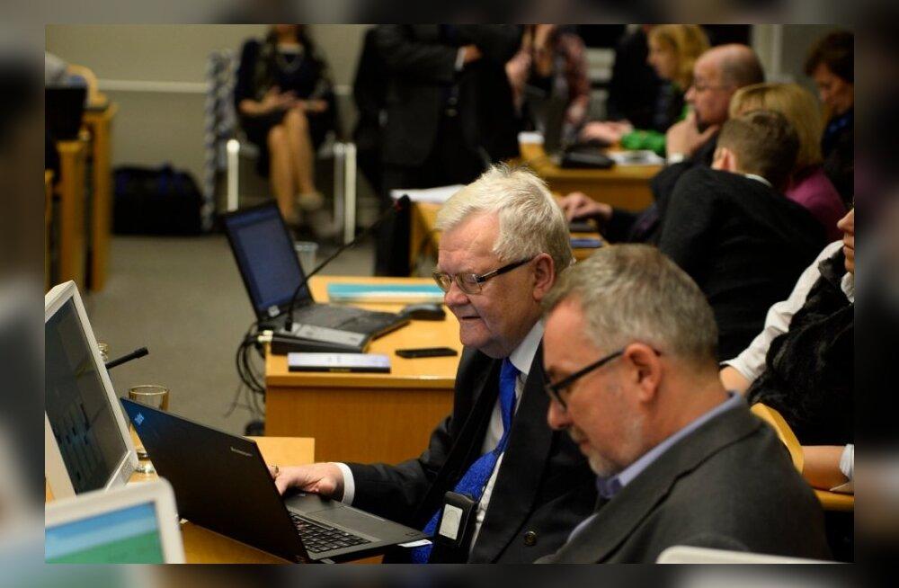 Edgar Savisaare ja Juku-Kalle Raidi duell volikogus: linnapea tahtis arupärimistele vastata, Raid ei tahtnud linnapea mõttetut jama kuulata