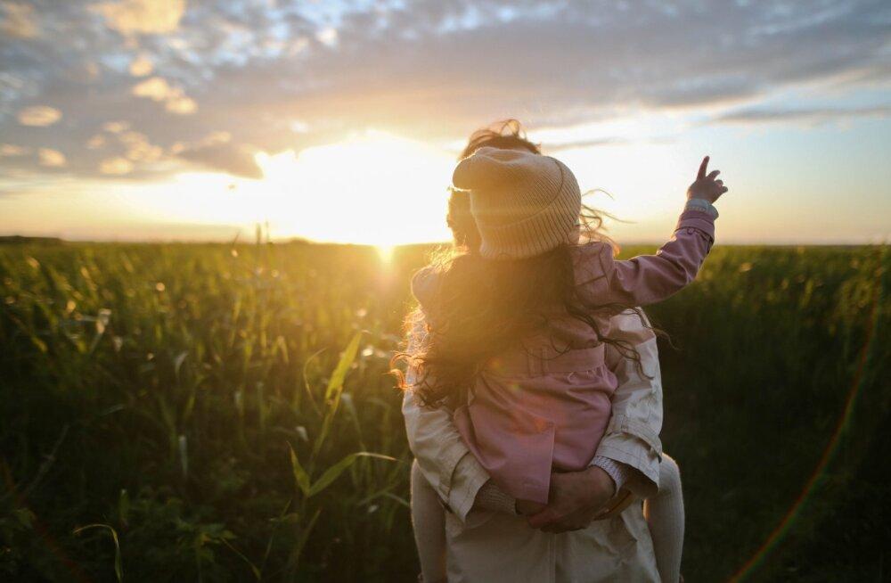 Lahutatud naine tunnistab: otsus jätta maha oma lapse isa, tegi minust lõppkokkuvõttes parema ema