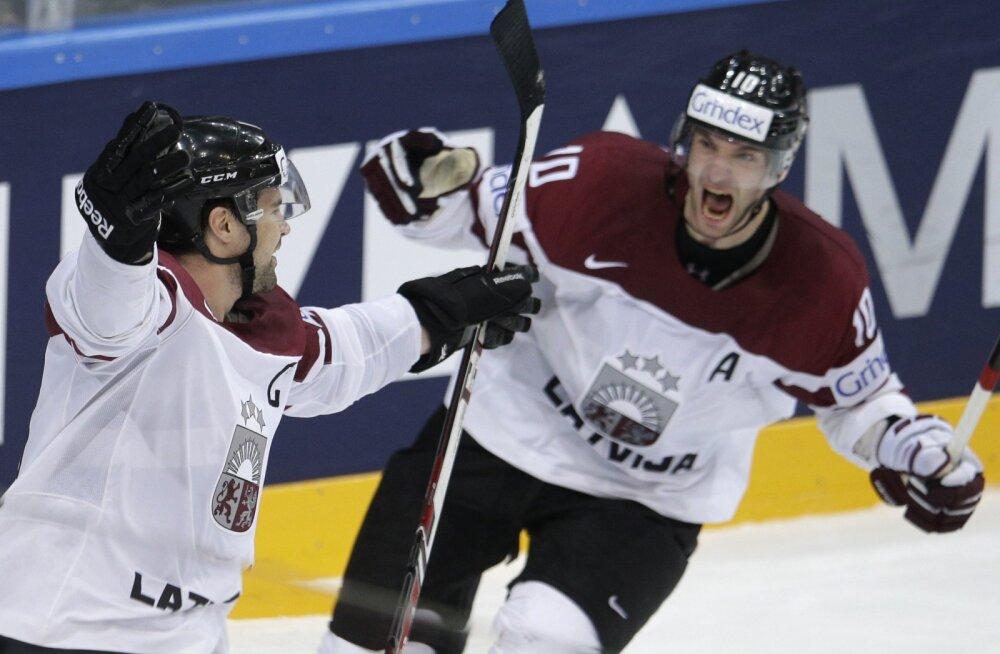ВИДЕО: Латвия в овертайме одолела австрийцев, Комаров огорчил словаков