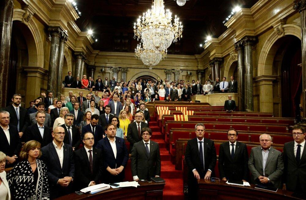 Hispaania esitab Kataloonia parlamendi ja valitsuse liikmetele iseseisvusreferendumi pärast kriminaalsüüdistused