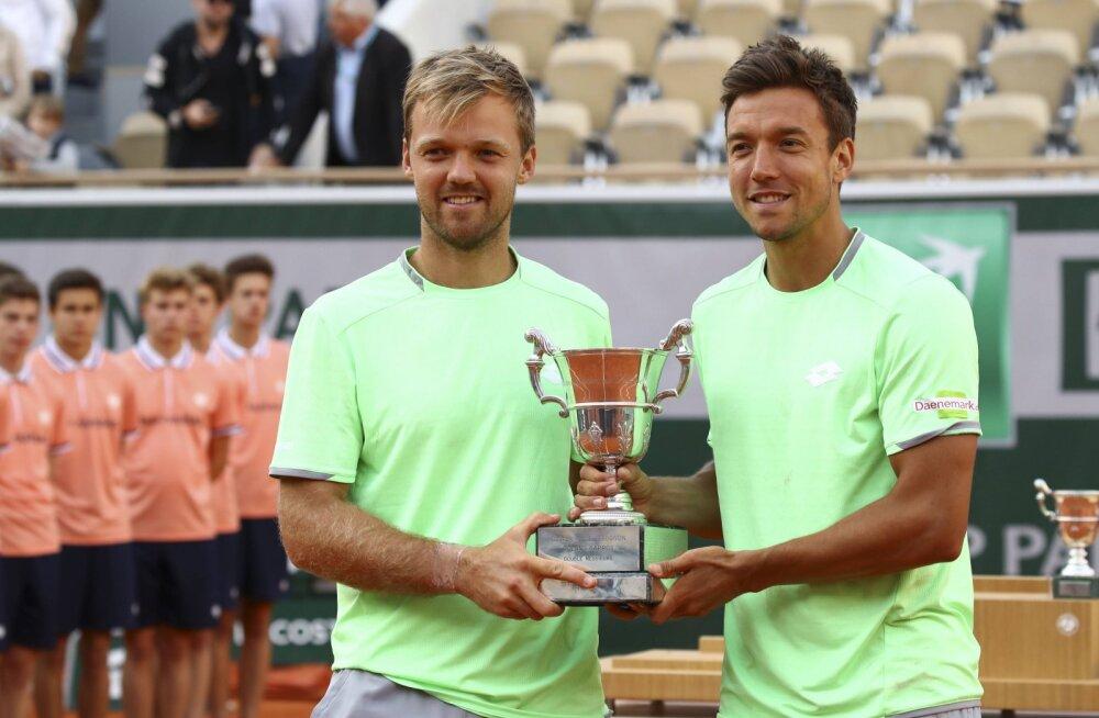 Valitsev French Openi võitja töötab toidupoes kauba väljapanijana