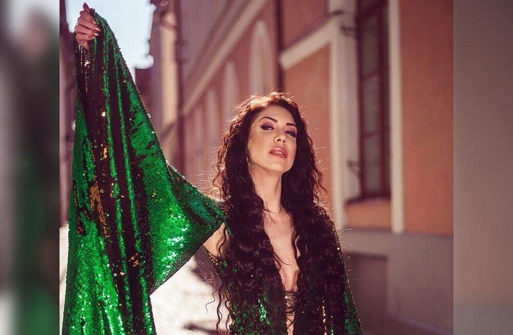 BLING-BLING Muusik Laura Põldvere kostüümides ei pea kunagi pettuma. Selles rohelises litterkostüümis sobiks ta ise vabalt moelavale. Lisapunktid roosaka silmameigi eest, mis mõjub kevadekuulutajana.