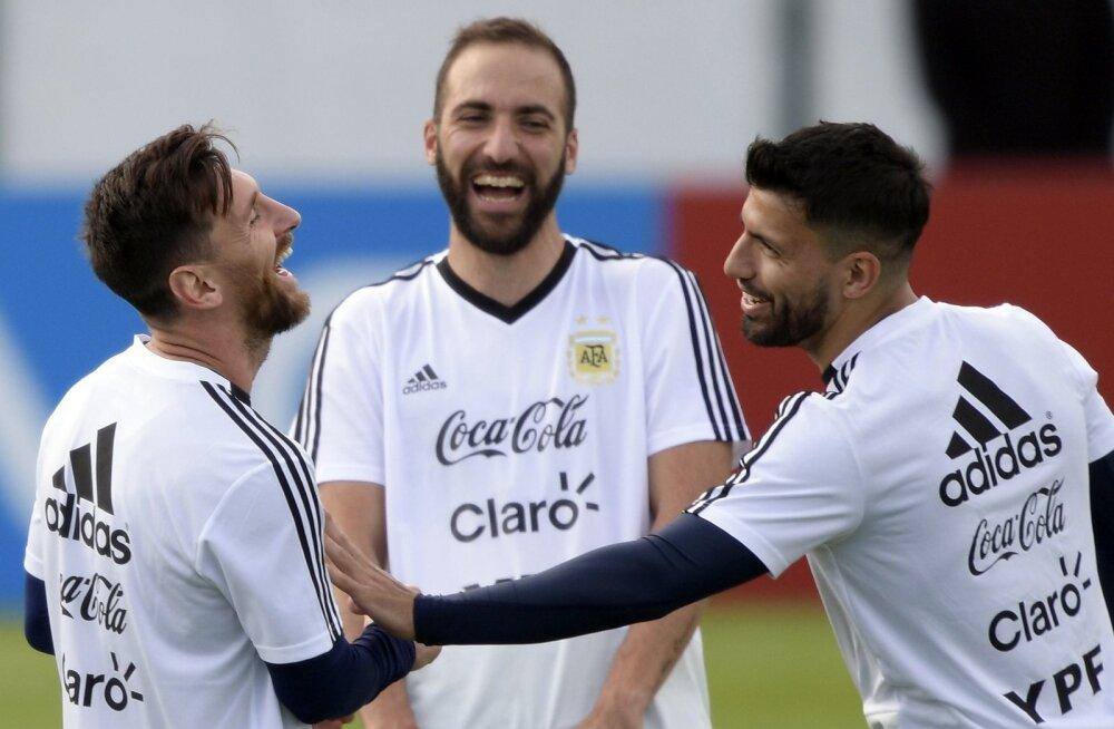 Argentina koondises peaksid väravate eest peamsielt hoolitsema Lionel Messi (vasakult), Gonzalo Higuain ja Sergio Agüero. Praegu on kõik aga sisuliselt Messi kanda.