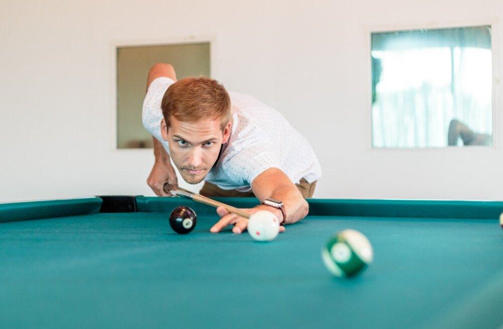 Tanel Ermil on hulganisti hobisid. Näiteks tuli ta piljardi Eesti meistrivõistlusel individuaalses arvestuses kolmandaks.