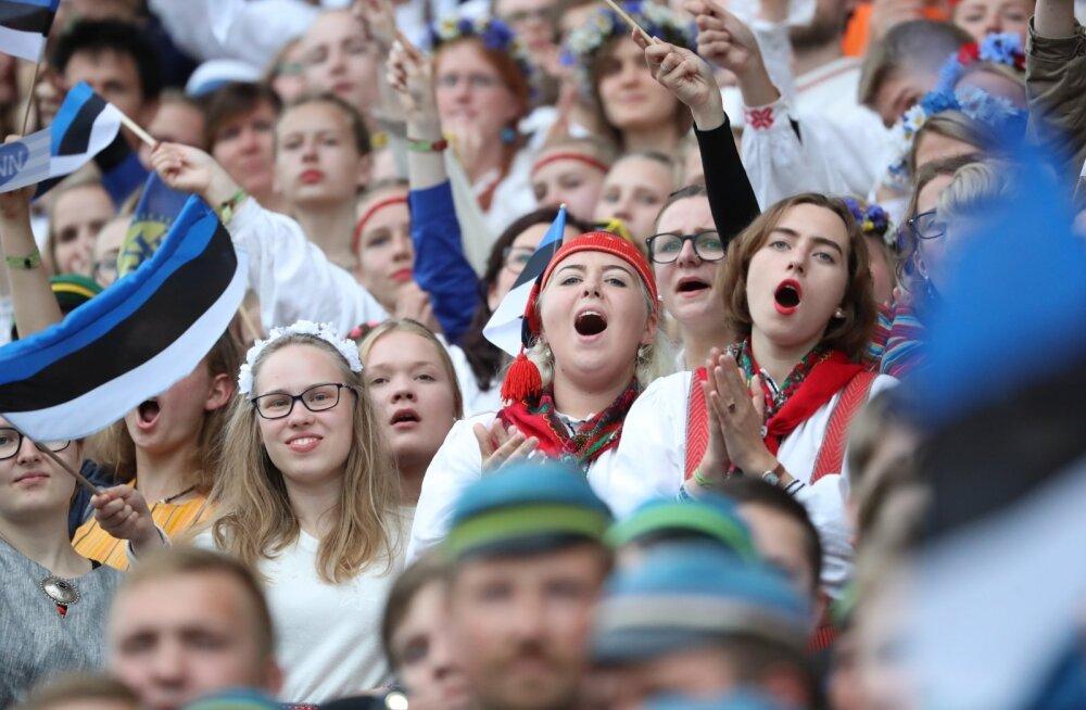 На песенных праздниках Латвии и Литвы министры культуры развивают сотрудничество балтийских стран