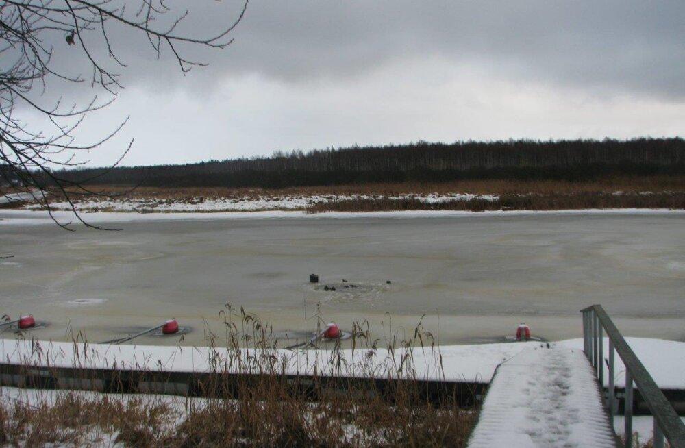 FOTOD | Valgamaal Pikasillas uppus läbi Väike-Emajõe jää vajunud kalamees