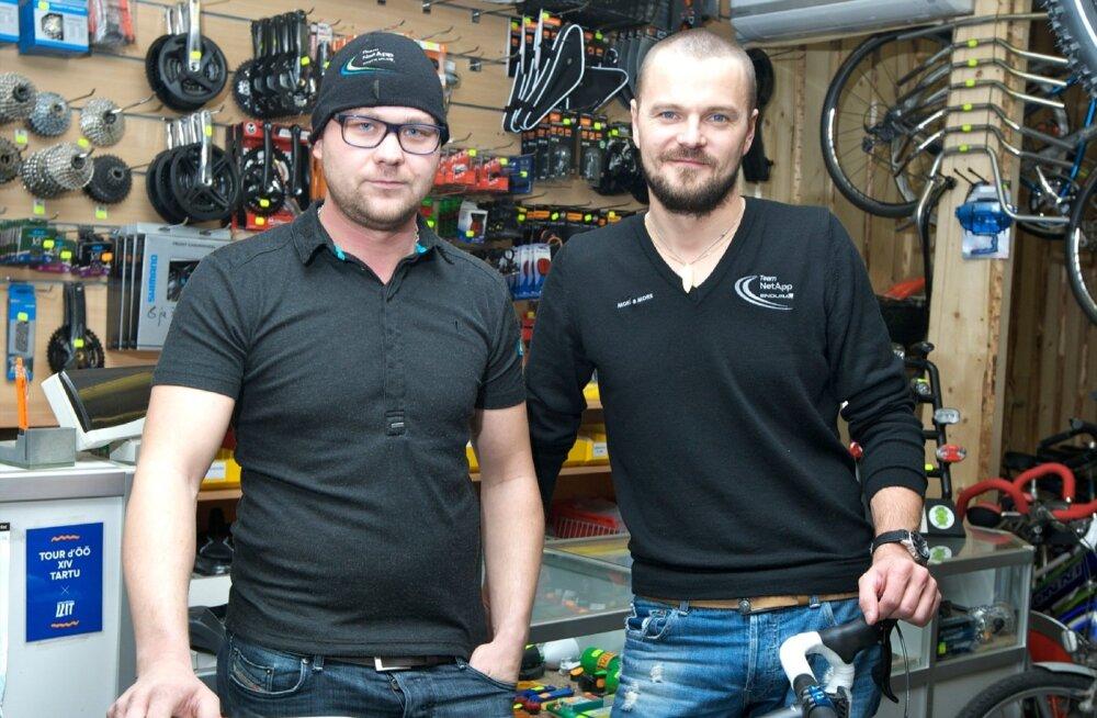 Sellel mõne aasta tagusel pildil kannavad Gerd Kodanik (vasakul) ja Risto Usin veel Net-App Endura särke. Tööandja on praegugi sama, kuid muutunud on meeskonna nimi ja tase.