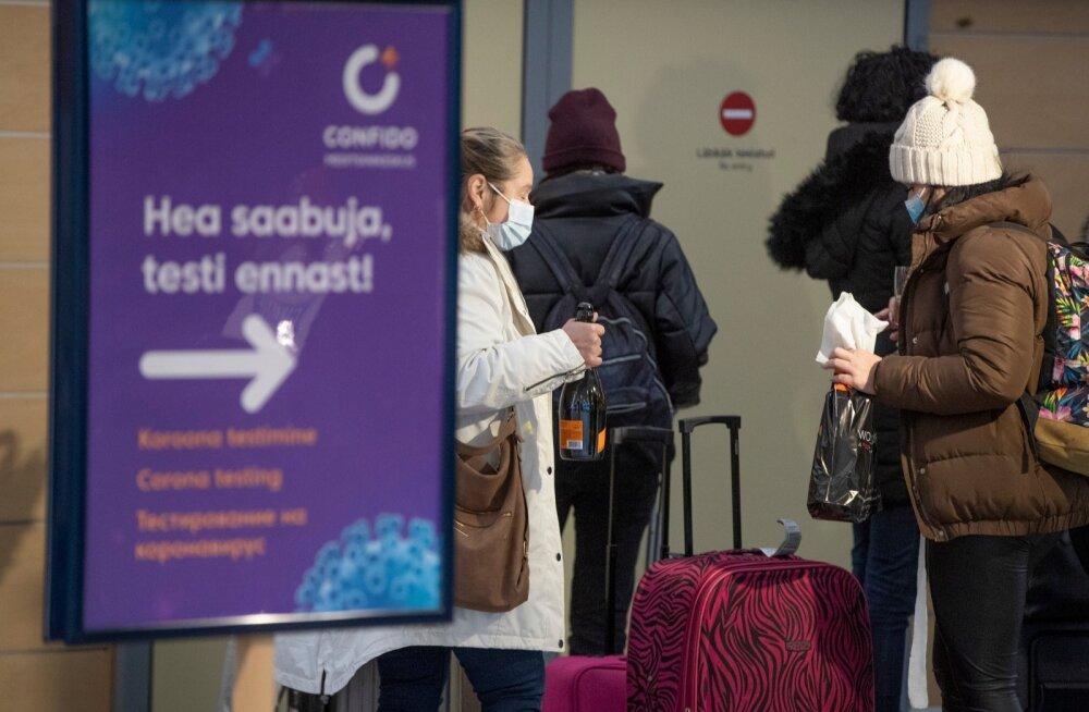 Praegu testitakse Tallinna lennujaamas välismaalt saabujaid. Edaspidi peaks see vajadus ära kaduma, sest tõenäoliselt ei saa enam lennuki peale minnagi, kui pole vaktsineerimistõendit ette näidata.