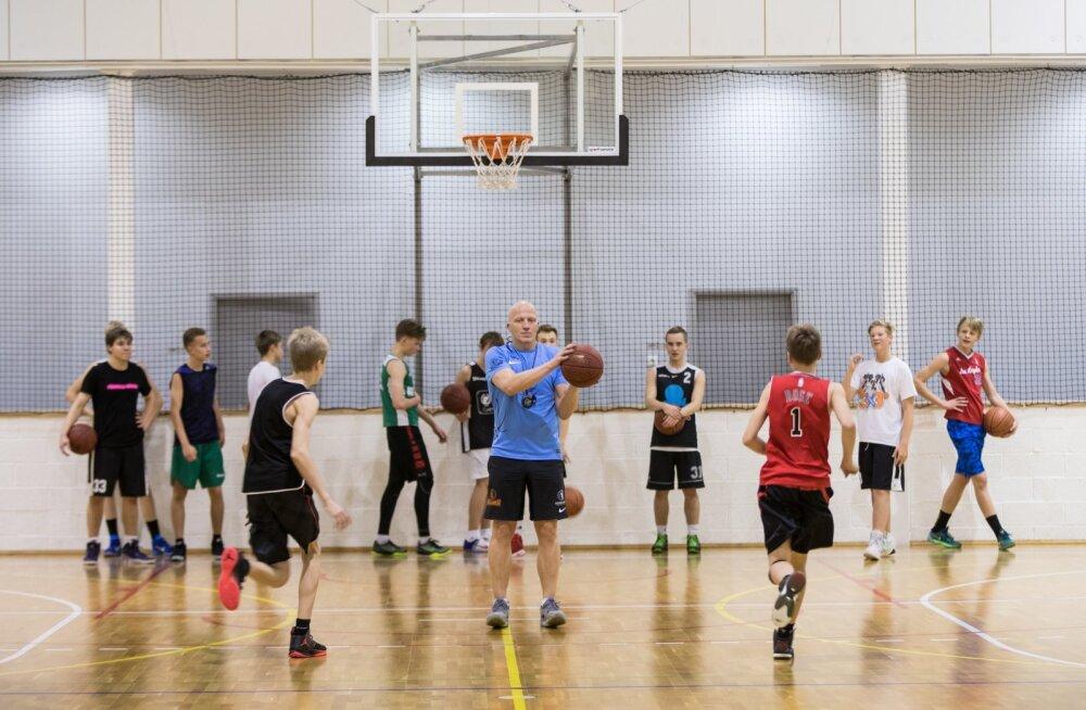 Noorte korvpallitreening Kadrioru Saksa gümnaasiumis