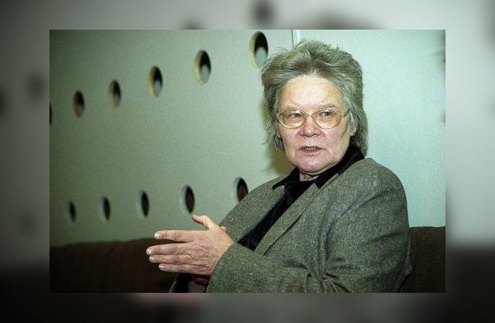 """Merle Karusoo Haiba lastekodus, valmib lavastus """"Eestisse sündinud""""."""
