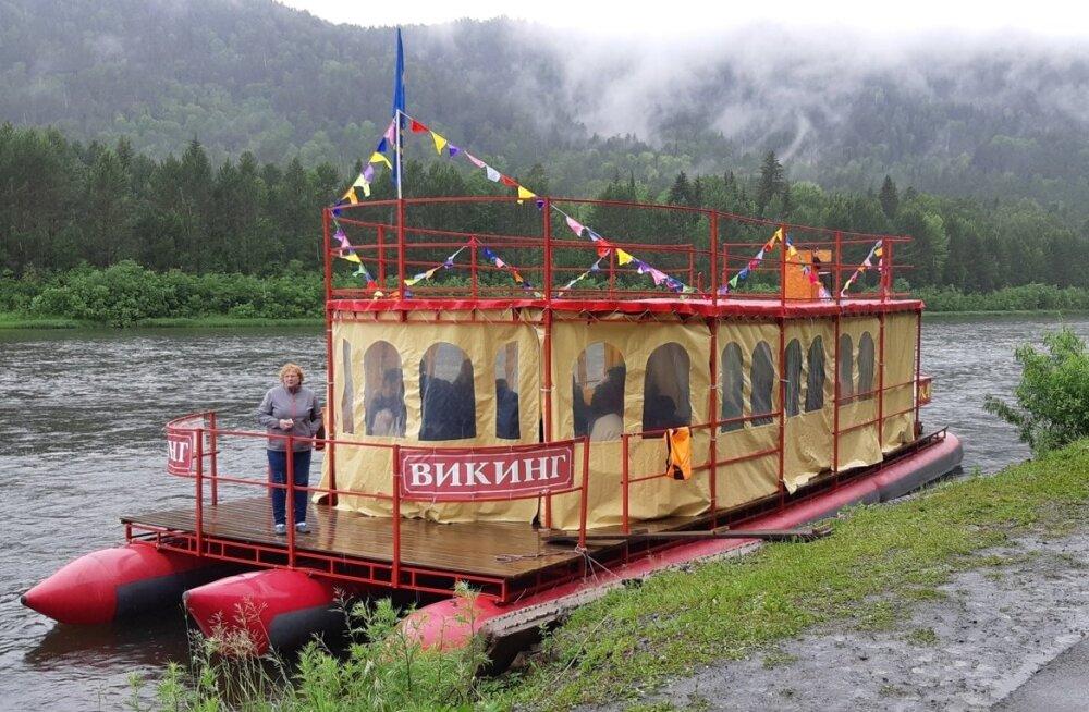 FOTOD | Maalehe Siberi-reisi kolm esimest päeva jaaniõhtu, unikaalse mäestikuharu ning vihmase parvereisiga