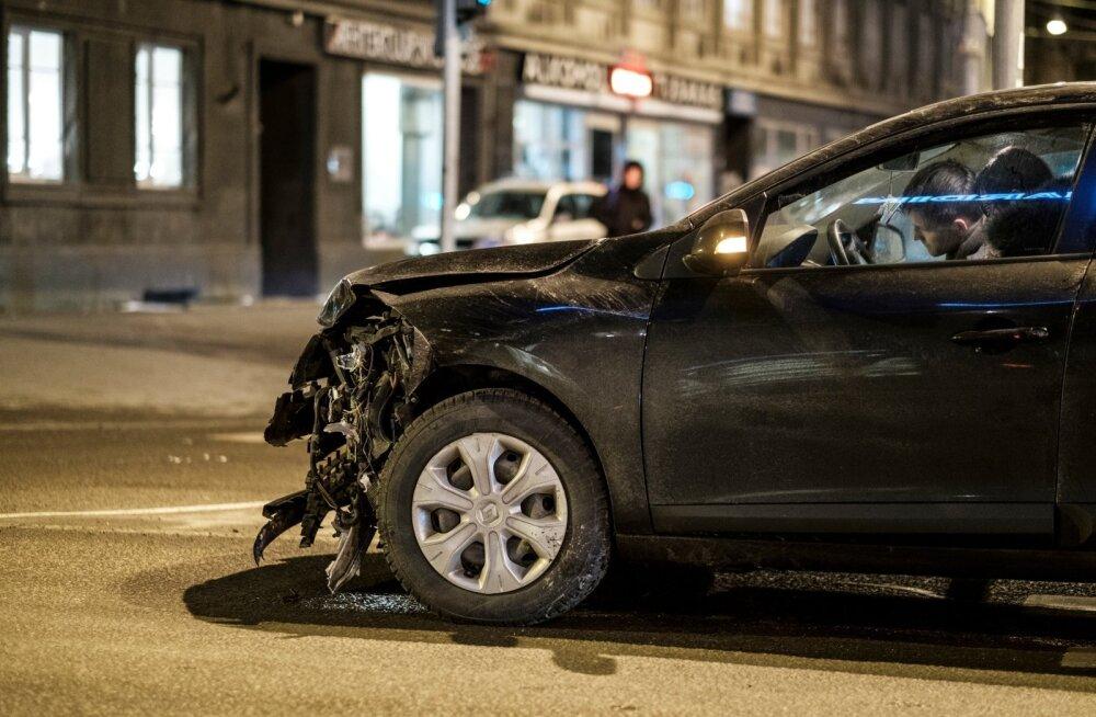Õnnetus Narva maantee ja Jõe tänava ristil