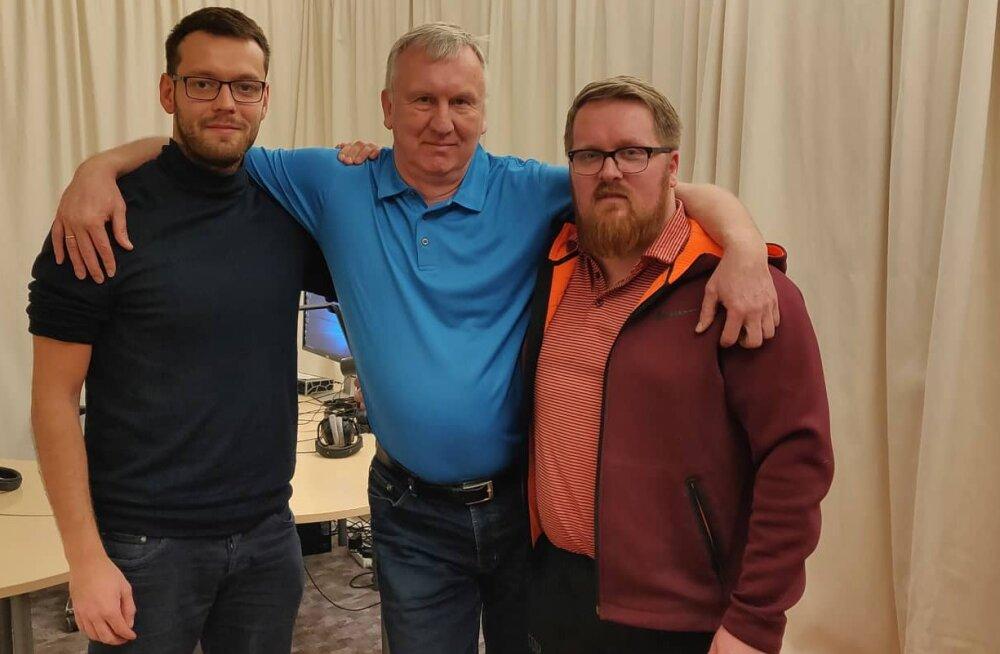 """Avo Keel (keskel) koos """"Kuldse geimi"""" saatejuhtide Karl Rinaldo ja Uku Rummiga."""