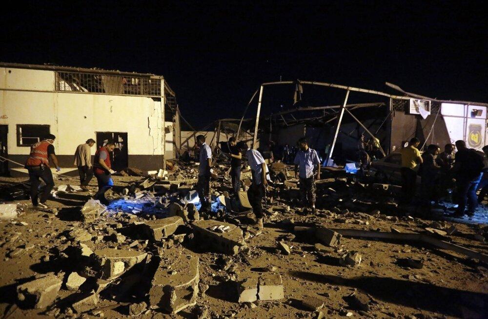 По лагерю беженцев в Ливии нанесен мощный авиаудар: как минимум 40 погибших