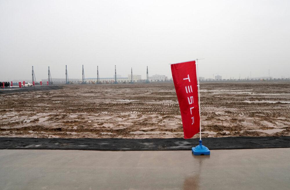 Tesla lõi Hiinas gigatehase jaoks kopa maasse