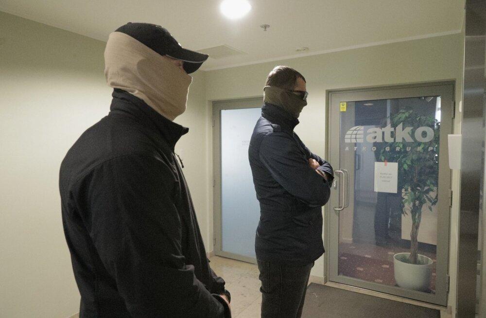 ФОТО DELFI: Сотрудники КаПо в масках провели обыск в конторе автобусной фирмы Atko
