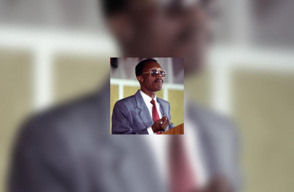Aristide: USA sundis mind lahkuma