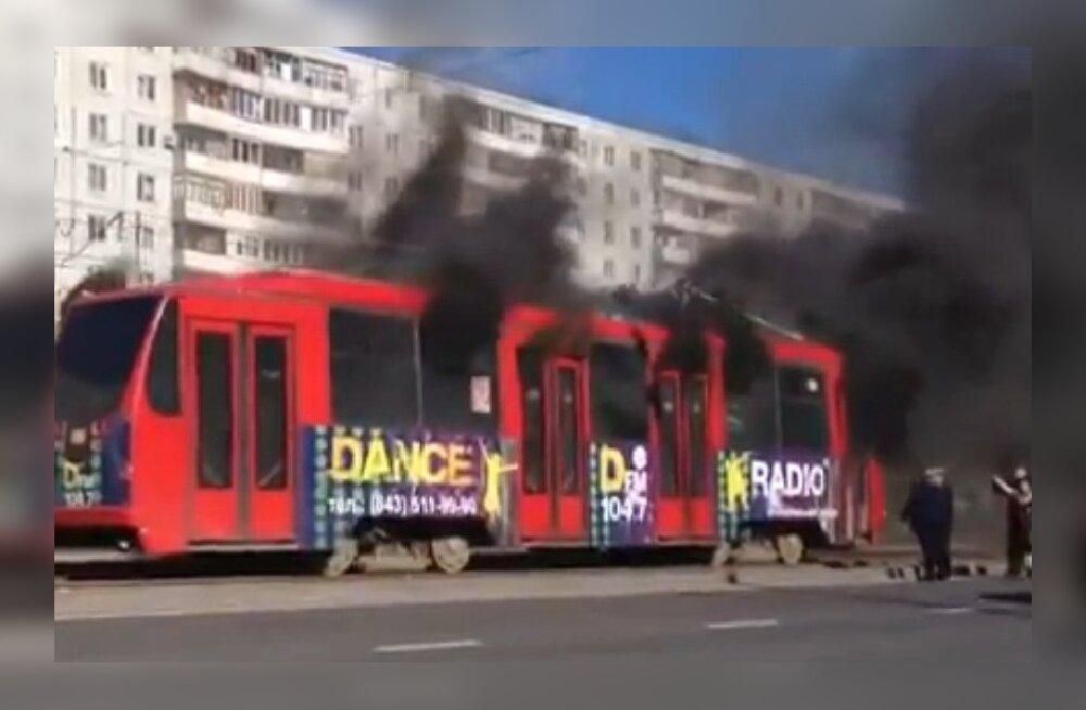 VIDEO: Ägedamaid trammiõnnetusi. Võinuks vist hulleminigi minna