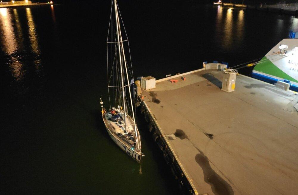 Täna hommikul päästeti lainetest üle Silja Europa parda hüpanud mees.
