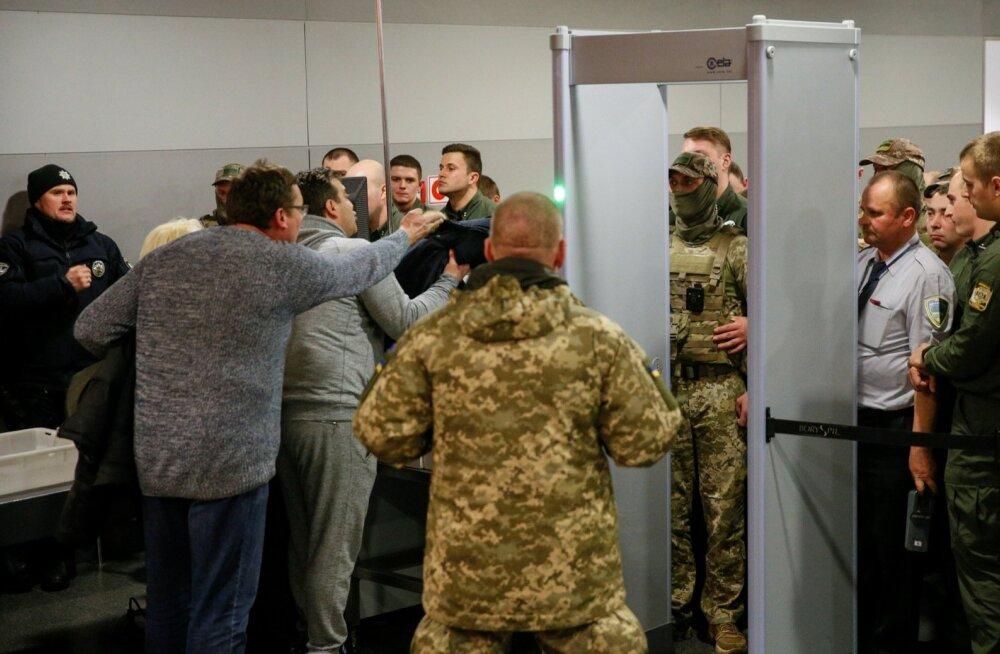 Saakašvili toetajad kähmlevad tema väljasaatmisel politseiga