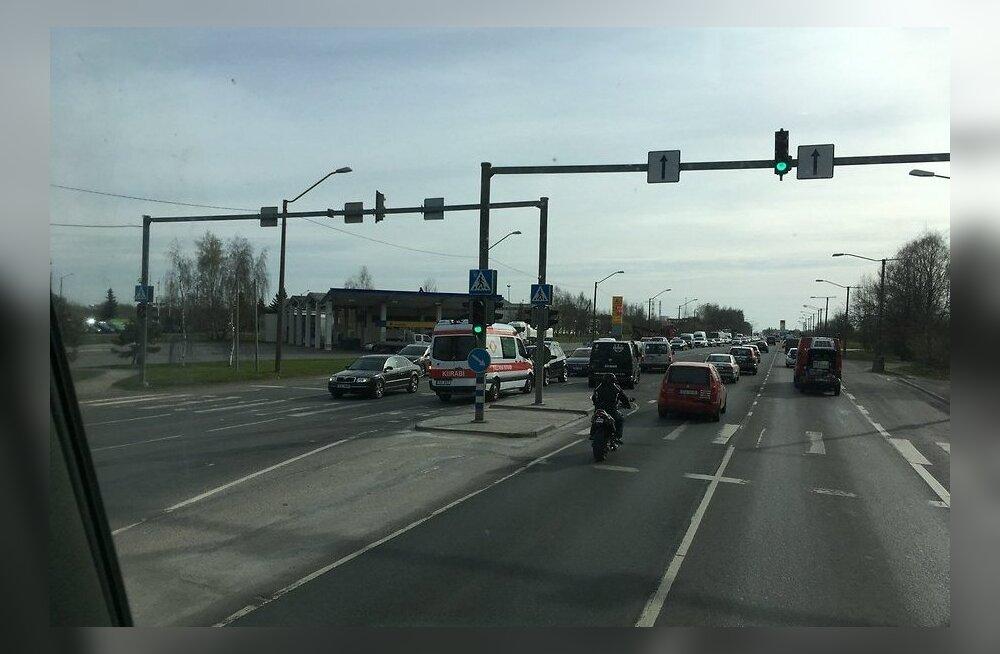 ФОТО: Утро среды на Петербургском шоссе: ДТП с пятью автомобилями и пробка