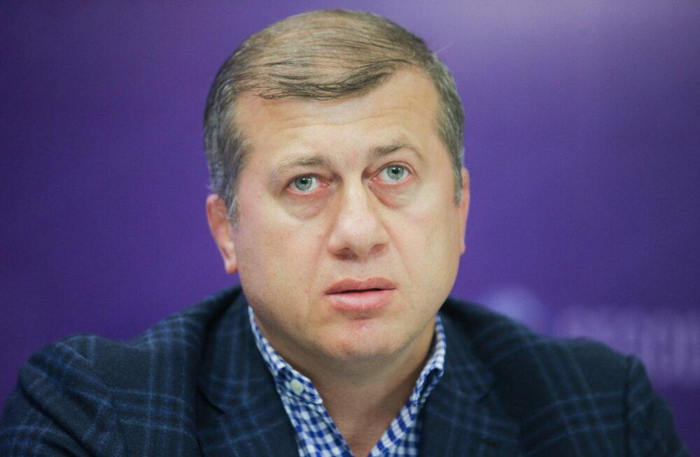 Vene maadluskoondise treener ründas MM-i finaali ajal kohtunikku ning saab pika juhendamiskeelu