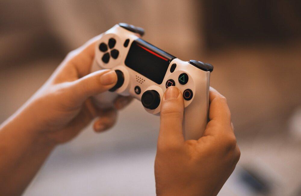 Ema tunnistab: ma ei keela oma lastel videomänge mängida, sest nii pühendavad nad rohkem teineteisele aega