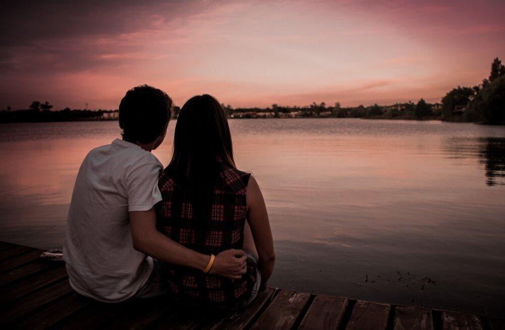Kui mees on pööraselt armunud, annab ta sellest oma südamedaamile kuuel eriti armsal viisil märku