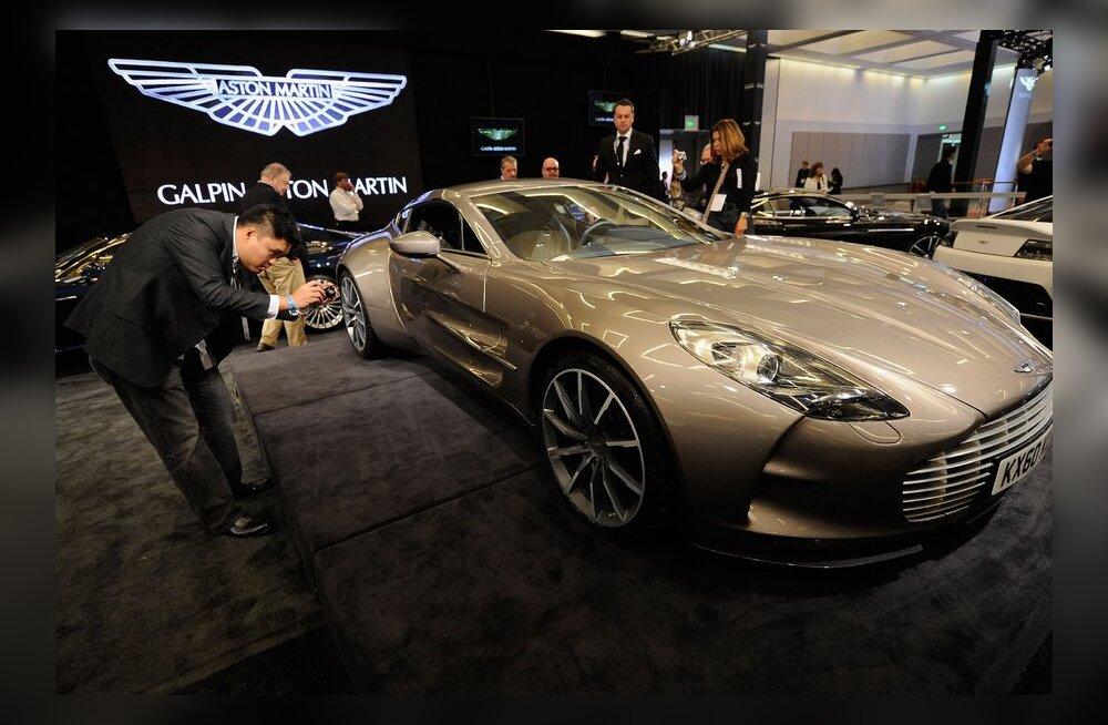 VIDEO: Samuel Eto'o viis oma Aston Martini moepealinna jalutama