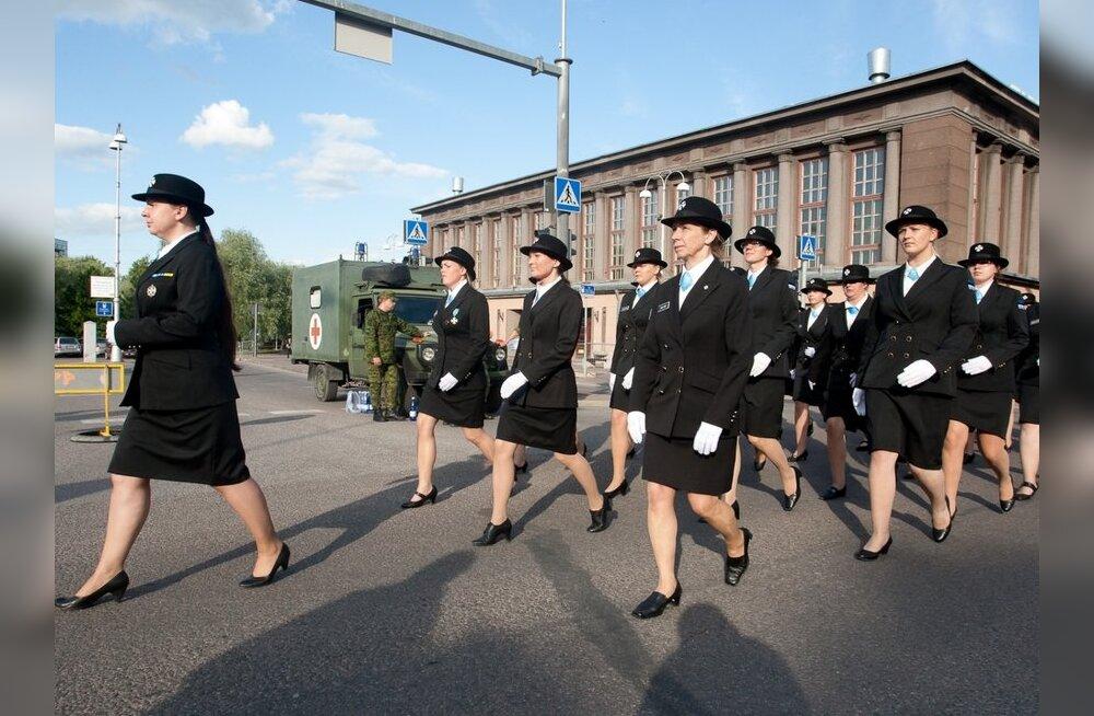 FOTOD: Vaata, kuidas Tartu kesklinnas võidupüha paraadiks valmistuti