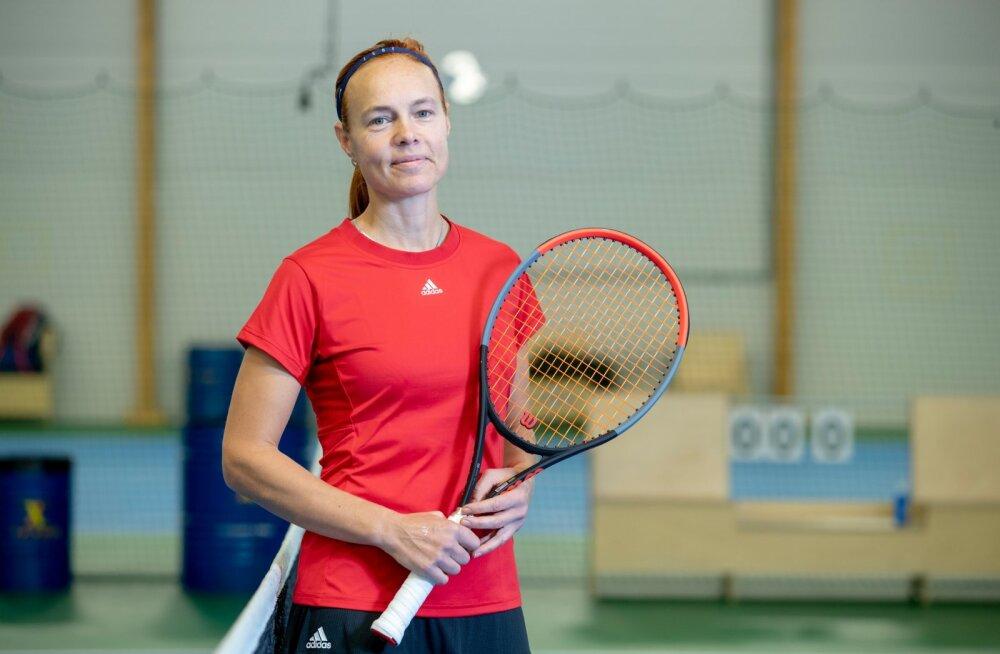 Liina Suurvarik pole reketit kunagi nurka visanud. Kunagine Eesti koondislane teeb nüüd ilma seeniorite turniiridel.