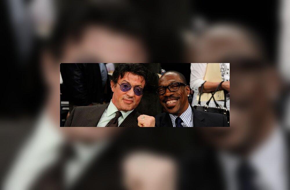 Tähtede paraad LA Lakers korvpallimängul, näitlejad Sylvester Stallone ja Eddie Murphy