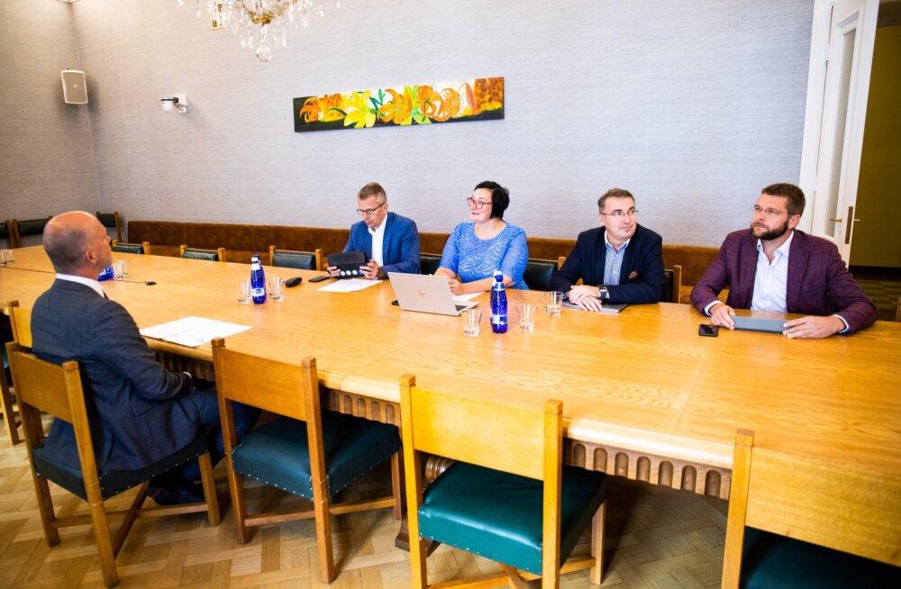 Riigieelarve kontrolli erikomisjoni ja korruptsioonivastase erikomisjoni erakorraline ühisistung koos riigisekretär Taimar Peterkopiga.
