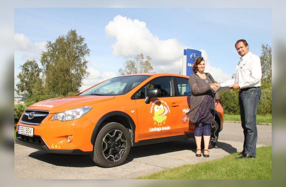 "Eestimaa teedel kimab ringi ""Lauluga maale"" kirjadega rebasekarva Subaru"