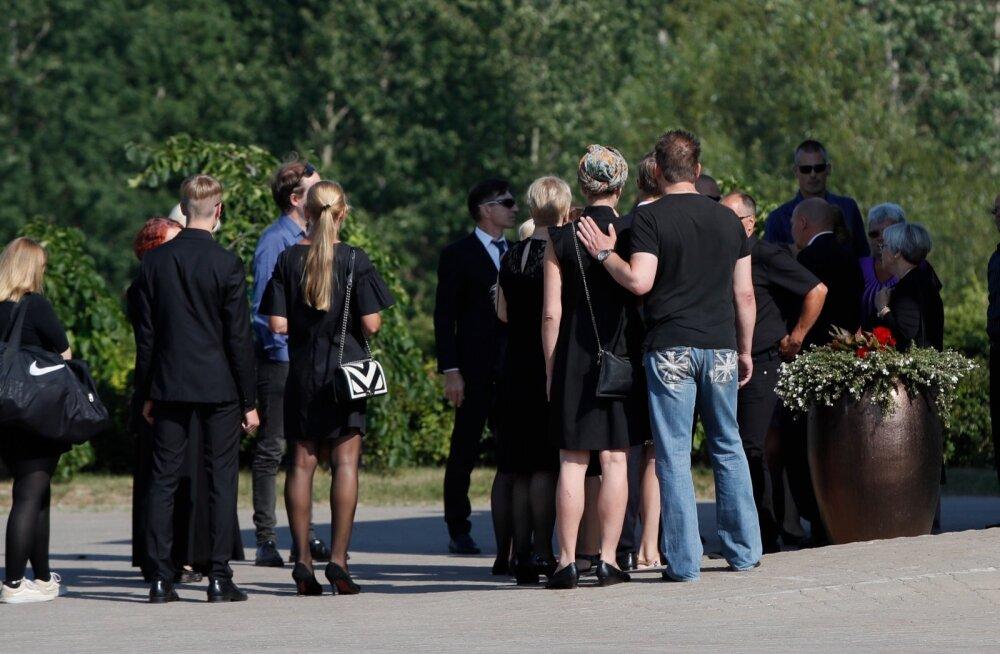 FOTOD   Traagiliselt hukkunud muusik Raivo Rätte ehk Kõmmari saadeti viimsele teekonnale
