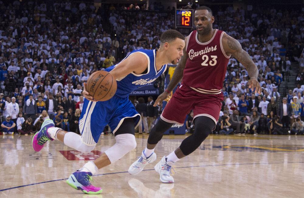 VIDEO: Curry ja Warriors alistasid mulluste finalistide duellis Jamesi ja Cavaliersi