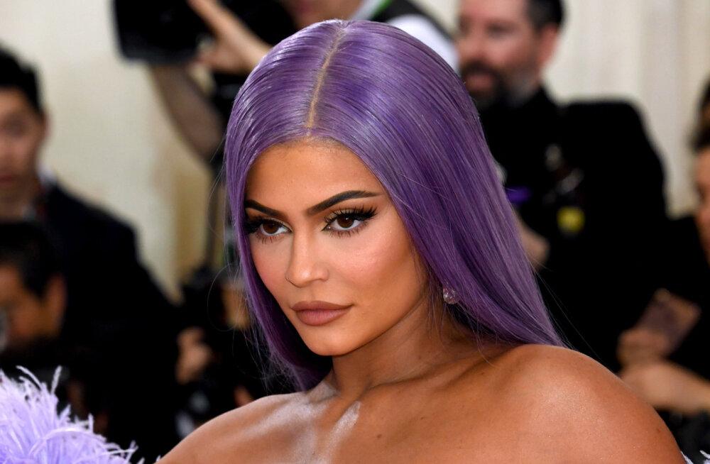 KLÕPS | Ohtlikud kurvid! Kylie Jenner näitas oma keha täies hiilguses