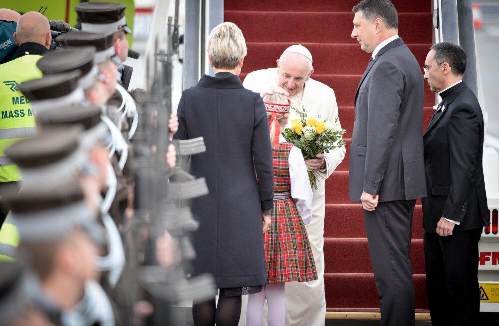 Paavst sai Lätilt kingiks malelaua, sokid, Liivimaa kroonika ning Prokofjevit