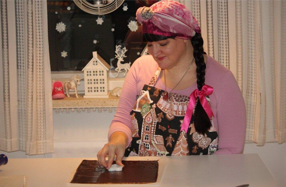 Mari-Liis Hendriksonil on 2004. aasta Eesti piparkoogivalmistamise meistrivõistluste esikoht ja 2003. aasta Mulgimaa meistritiitel.