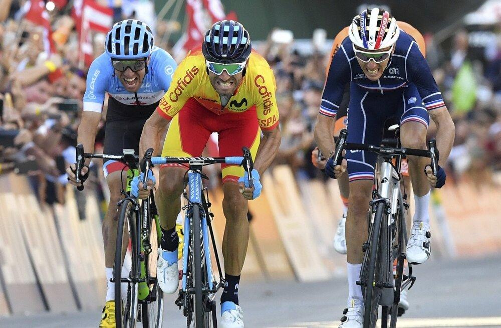 Alejandro Valverde (keskel) sprindib MMil kullale