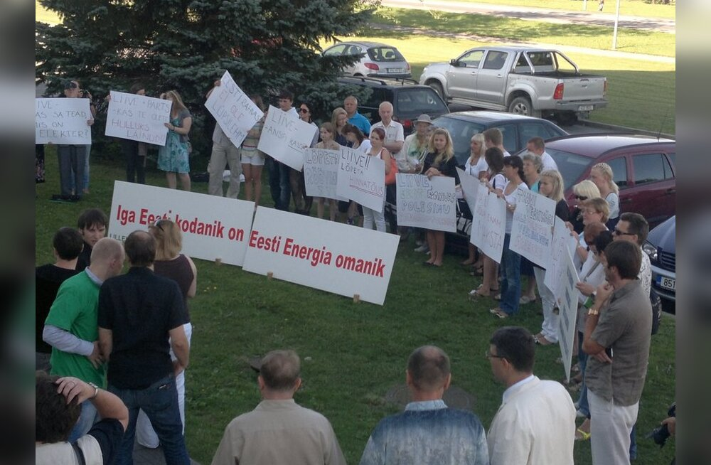 ФОТО: Молодые центристы: Лийве — кассир Ансипа!