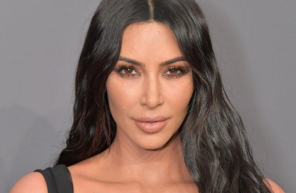 Käsi südamel: Kim Kardashian vannub, et ei ole just sellel iluoperatsioonil käinud