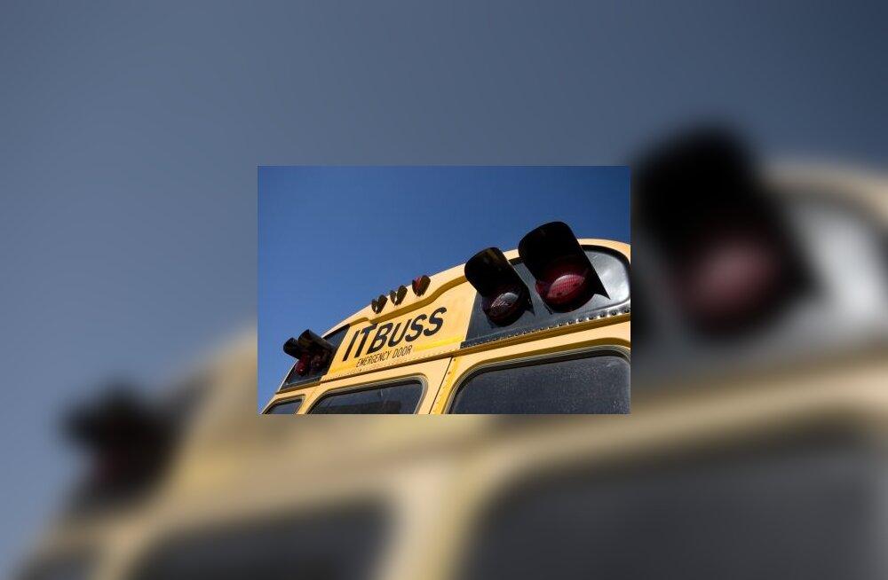 Noored rahvaliitlased tahavad bussi tümakat