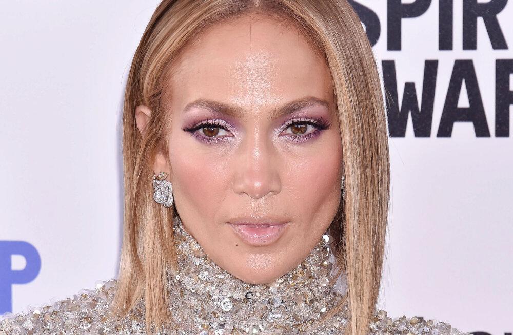 KLÕPS | Jennifer Lopez näitas fännidele oma suurepärast figuuri, kuid pildil röövis tähelepanu hoopis miski muu: mis see su taga on?