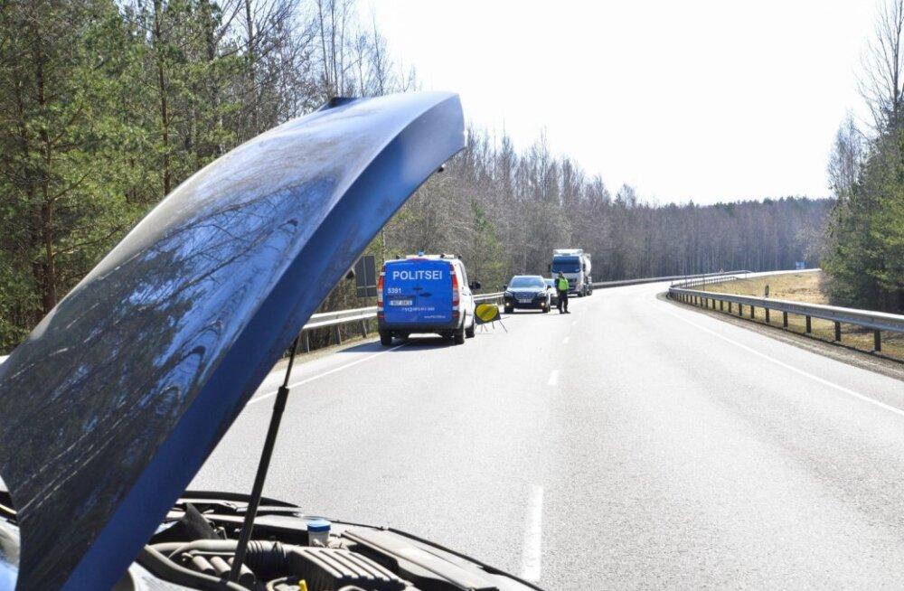 Pärnumaal põrkasid kokku piimaauto ja sõiduauto
