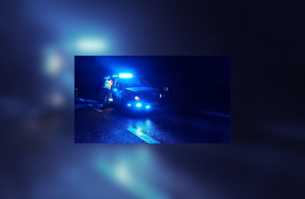 В Рапламаа автомобиль насмерть сбил женщину, которая шла по дороге